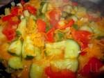 Протушите овощи одну минуту, и отправьте всё содержимое сковородки в кастрюлю, в которой у нас уже закипела вода с картошкой.