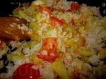 И половину риса, который отварили до полуготовности, посолите и поперчите
