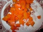 морковь порежьте кубиками